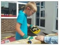 kids-club-sawing